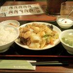 チャイナ厨房 - 八宝菜定食(580円)
