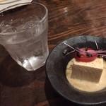 Japanese Dining ゑびすダイニング - 㐂六をロックです。突き出しは、香り高い胡麻豆腐でしたw