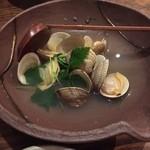 Japanese Dining ゑびすダイニング - 鬼あさりの酒蒸し。このお出汁もまたタマランのです!