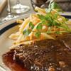 THE THEATRE TABLE - 料理写真:『蒜山ジャージー牛のステーキ』赤身の旨みを最大限に味わうステーキ、赤ワインとフルーツの秘密のソース