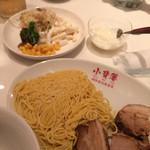 小背簍 - ラーメンと焼豚、食べ放題サラダ、杏仁豆腐
