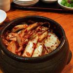 オムニ食堂 - ランチ  壺で出てきたキムチ