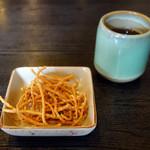 松月 - お通し的な揚げ蕎麦