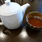 せろりや - 烏龍茶はポットでサービスされました