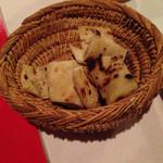 モロッコ料理カサブランカ - ナンみたいな甘いパン