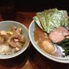 武虎家 - 料理写真:ラーメン並み、玉子トッピング、ライスサービス  これで750円は安いですね