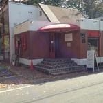 33023138 - 大通りからもお店が見えます。