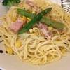 サニーバード - 料理写真:クリームソースと厚切りベーコンのパスタ