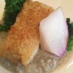デリシャスキッチン ピース - 料理写真:ランチB)本日のお魚料理 銀カレイのパン粉焼き ベーコンと長葱のソテー ゴボウのソース