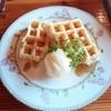 ログハウス びび - 料理写真:ワッフル メイプルシロップ 440円