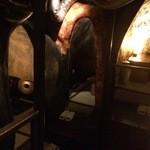 ワインバー繭 - 他の個室もこんな感じで・・・洞窟みたい。