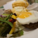 メルカート デ サッポロ - ハンバーグ目玉焼きパンケーキ(逆