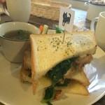 cafe shibaken - ハニーマスタードチキンのサンドウィッチ柴犬見っけ