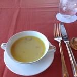 ホテルオークラレストラン新宿 ワイン&ダイニング デューク - スープ。(サフラン?のクラムチャウダー)