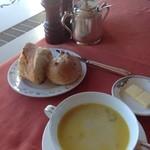 ホテルオークラレストラン新宿 ワイン&ダイニング デューク - パンとスープ。