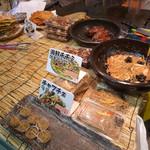 鶴橋オモニ・金杏奈の手作りキムチ - 店内で食べることもできます