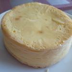 コンディトライ神戸・神戸空港店 - 料理写真:神戸クリームチーズケーキ ¥1337