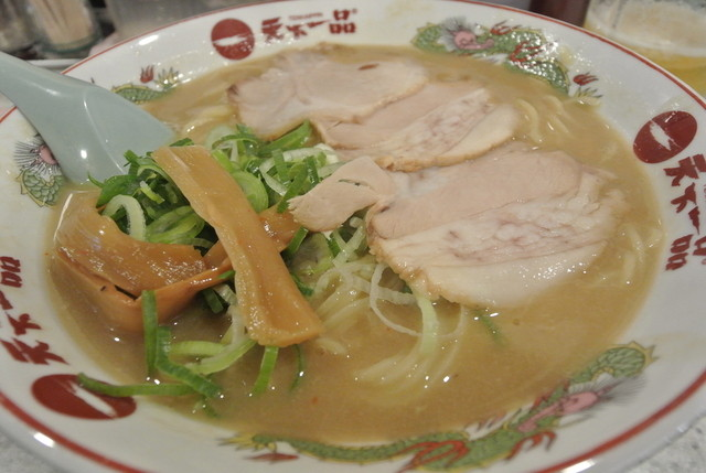 https://tabelog.ssl.k-img.com/restaurant/images/Rvw/33205/640x640_rect_33205039.jpg