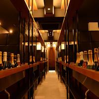アジト グレイス 渋谷 - 渋谷スパークリングワイン飲み放題バル!約15種類のスパークリングワインがずらっと並ぶ圧巻の店内!フランス・スペイン・イタリア等各国選りすぐりのスパークリングワインを取りそろえております!