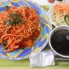 フードプラザ コスモス - 料理写真:山盛りナポリタンとサラダ、スープ、コーヒーが付きます