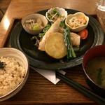 玄三庵 - 39品目の健康定食(¥980)