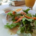ロケット キッチン - 前菜三種とマンゴージュース