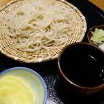蕎八 かやの - ざる蕎麦(¥750税込み)は更科との事。挽きぐるみは別にあります。