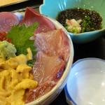 新生 - 2012年8月 三色丼(ウニ・ブリ・イクラ)