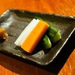 焼き鳥 丈参 - お通し(値段不明)の野菜スティック