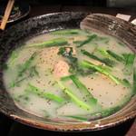 雷門 き介 - 骨付き若鶏の白濁煮