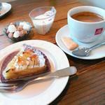 33267718 - コーヒー(300円)※ケーキとセットで。
