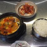 ソウル柳家 - スンドゥブご飯つき、500円。キムチをプラス100円で追加オーダー (お昼ご飯)