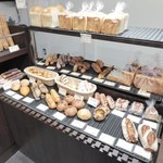 ポルト・ドゥ - 色々なパンが並んでいます