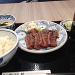 仙台なとり - 牛タン定食 1674円