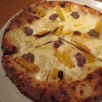 33337069 - 牛挽き肉と安納芋、モッツァレラのピッツァ
