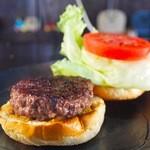 ととらべべ ハンバーガー - 地元和牛ブランドもとぶ牛100%を150g使用!当店最高傑作「もとぶ牛バーガー」
