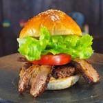 ととらべべ ハンバーガー - ととらべべハンバーガーを魅力を全て注ぎ込んだ「スペシャルバーガー」