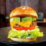 ととらべべ ハンバーガー - グルメバーガーの定番!アボカドがすっごい「アボカドチーズバーガー」