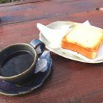 岬 - ブレンドコーヒーとチーズトースト