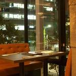 二平 - 景色も楽しめるテーブル席