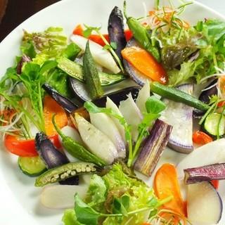 東北の四季を感じる野菜を鮮やかにご提供します。