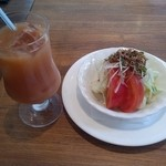 カフェサボイヤ - グァバジュースとサラダ