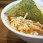麺壱 吉兆 - 麺はもっちりとしてコシがある
