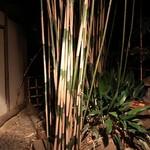 そば処 無茶庵 - 窓の外の庭