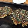 御座候 - 料理写真:お好み焼。左はカキのお好み焼、右は豚チーズ天