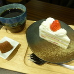 ジャンヌダルクカフェ - ショートケーキとブレンドコーヒー