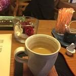 茶房 あゆみ - 味は薄めの天然水コーヒー