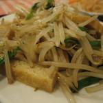 興和軒 - 揚げ豆腐とニラもやし炒め