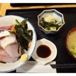 大名食堂 - 海鮮丼(980円)・・海鮮丼・お味噌汁・小鉢のセットです。