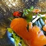 air cafe - スモークサーモンと無農薬サラダ